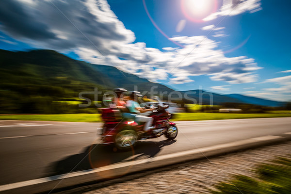 Tricikli bemozdult motorosok út pár lovaglás Stock fotó © cookelma
