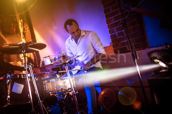鼓手 播放 鼓 集 階段 警告 商業照片 © cookelma