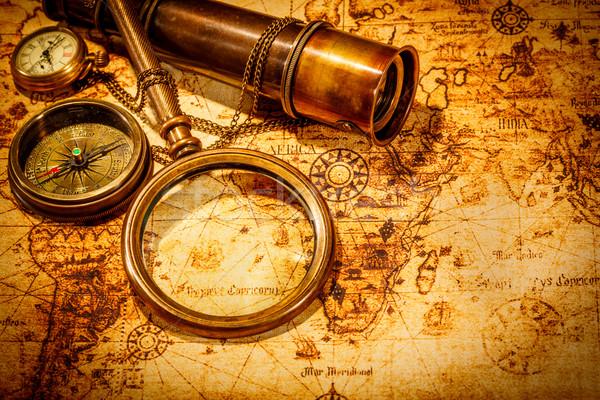 Vintage lupa mentiras antigua mapa del mundo brújula Foto stock © cookelma
