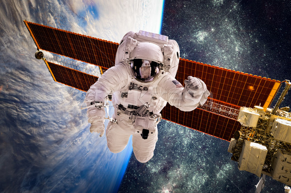 Astronauta espaço exterior fundo planeta terra elementos imagem Foto stock © cookelma