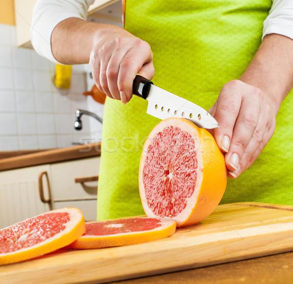 Kezek vág grapefruit friss konyha gyümölcs Stock fotó © cookelma
