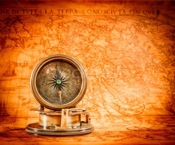 Vintage brújula mentiras antigua mapa del mundo naturaleza muerta Foto stock © cookelma