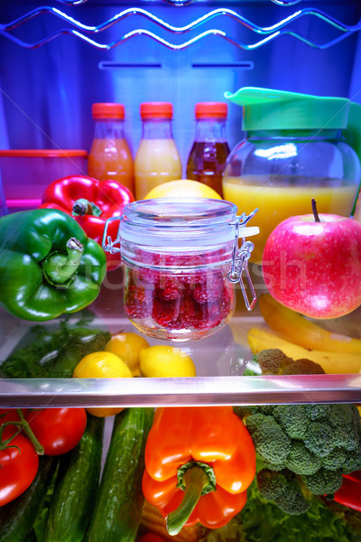 Fraîches framboises verre jar plateau ouvrir Photo stock © cookelma
