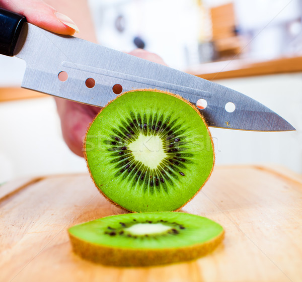 Mains kiwi fraîches cuisine fruits Photo stock © cookelma