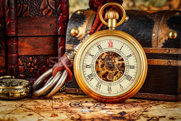 Vintage relógio de bolso antigo antigo mapa do mundo vidro Foto stock © cookelma