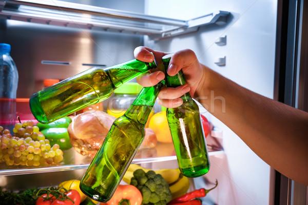 Férfi elvesz sör hűtőszekrény megbeszélés barátok Stock fotó © cookelma