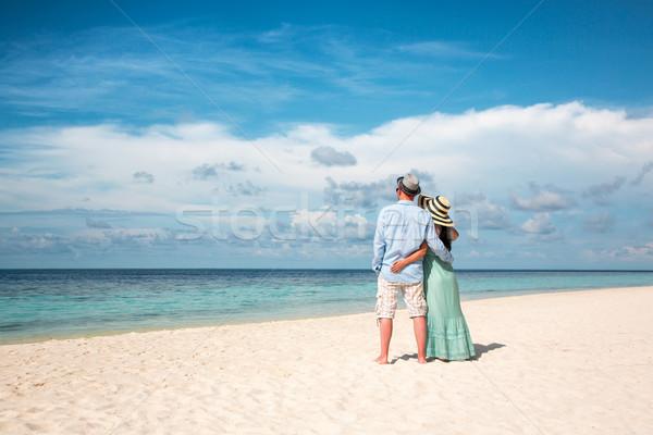 Vacanze Coppia piedi spiaggia tropicale Maldive uomo Foto d'archivio © cookelma