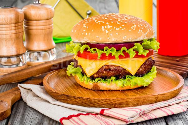 вкусный аппетитный гамбургер чизбургер ресторан зеленый Сток-фото © cookelma