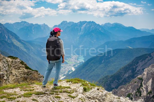 Caminante mujer pie hasta superior alpes Foto stock © cookelma
