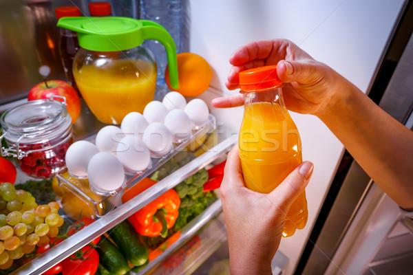женщину апельсиновый сок открытых холодильнике стороны здоровья Сток-фото © cookelma