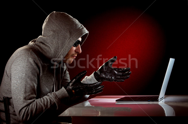 Hacker laptop zonnebril business hand technologie Stockfoto © cookelma