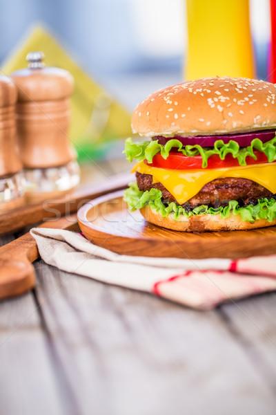 Burger cheeseburger saboroso apetitoso hambúrguer restaurante Foto stock © cookelma