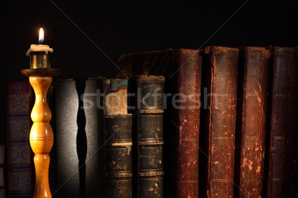 Vecchio libri antica fila illuminazione candela Foto d'archivio © cosma