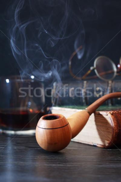 Foto stock: Fumador · tubo · livros · velho · livro · vidro