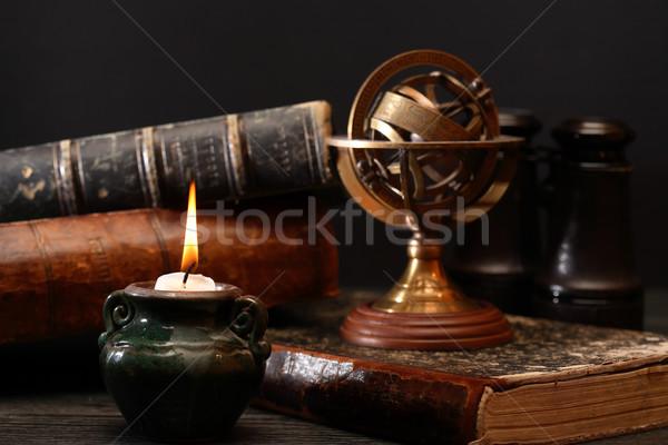 Vecchio mondo libri antica astrologia illuminazione Foto d'archivio © cosma