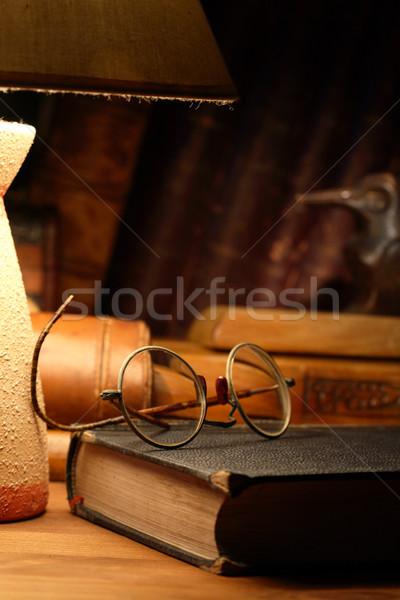 Foto stock: Velho · óculos · vintage · natureza · morta · livro · secretária