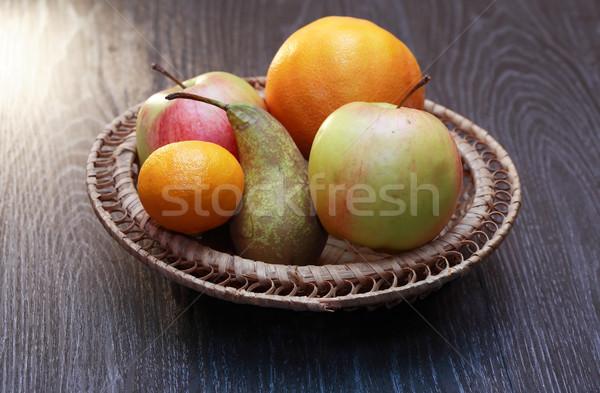 Gyümölcsök kosár szett különböző fonott fa asztal Stock fotó © cosma