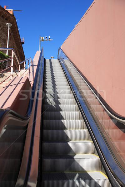 Utca mozgólépcső mozog lépcsőház város kék ég Stock fotó © cosma