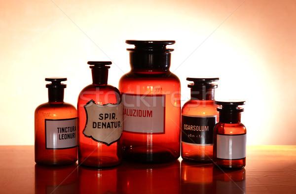 Starych farmaceutyczny zestaw brązowy szkła nauki Zdjęcia stock © cosma