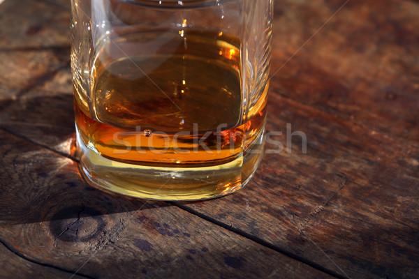 Vetro whiskey vecchio legno superficie luce del sole Foto d'archivio © cosma