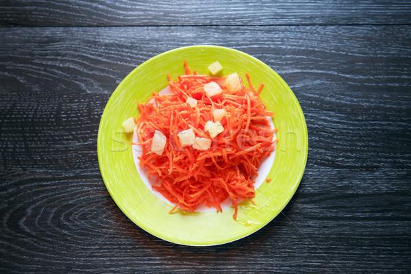 Sárgarépa saláta tányér előétel vacsora sötét Stock fotó © cosma