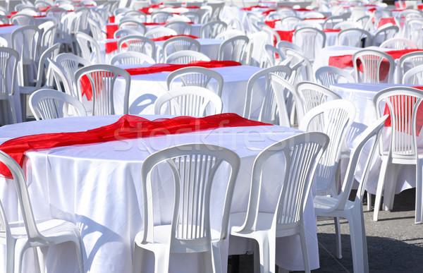 Hazırlık ziyafet boş beyaz masa örtüsü kırmızı Stok fotoğraf © cosma