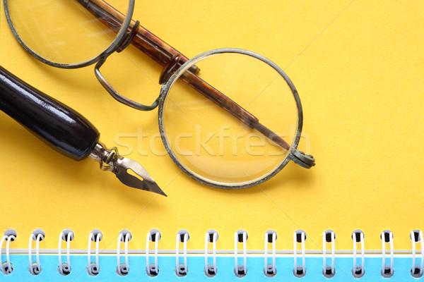 Starych okulary notebooka vintage wieczne pióro otwarte Zdjęcia stock © cosma