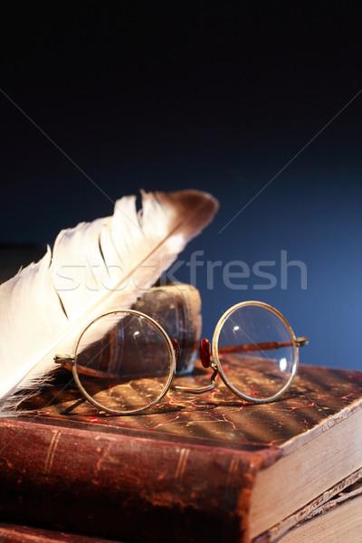 Klasszikus csendélet toll szemüveg öreg könyvek Stock fotó © cosma