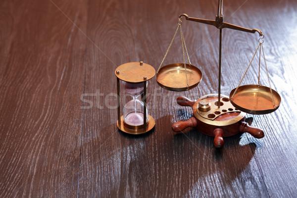 Gewicht schaal zandloper vintage stilleven houten Stockfoto © cosma