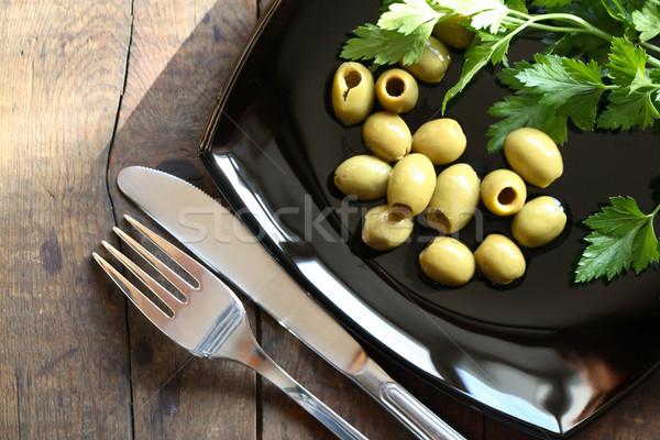 Olajbogyók tányér zöld fekete villa kés Stock fotó © cosma