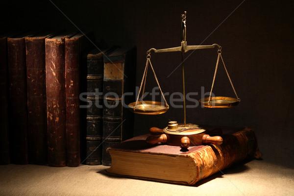 Législation vieux laiton poids échelle anciens Photo stock © cosma