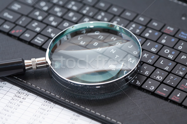 Vergrootglas toetsenbord business zwarte laptop Stockfoto © cosma