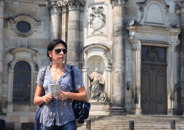 Utazás nő érett nő tart város térkép Stock fotó © cosma