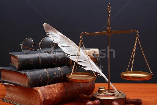Mérleg igazság tudomány csendélet öreg sárgaréz Stock fotó © cosma