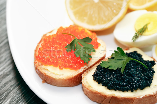 Sandwiches caviar deux rouge noir plaque Photo stock © cosma