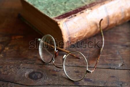 Starych materiały biurowe papieru pióro okulary nice Zdjęcia stock © cosma