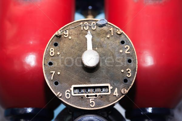 öreg benzinpumpa közelkép tárcsa nyíl üzlet Stock fotó © cosma