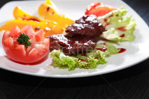 Gegrild vlees groenten plaat donkere houten tafel achtergrond Stockfoto © cosma