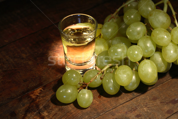 Druif glas vol wodka wijn hout Stockfoto © cosma