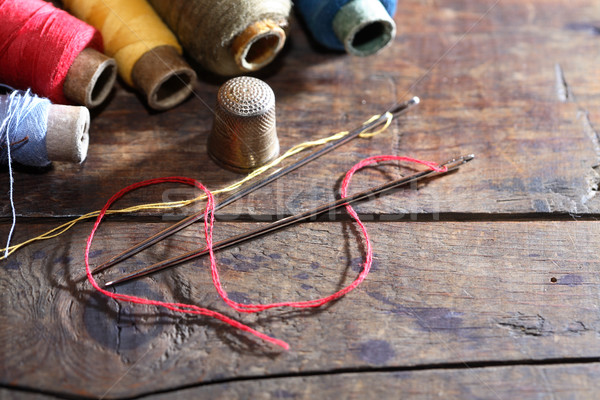 Naaien ingesteld hout vingerhoed naald draad Stockfoto © cosma