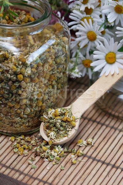 Suszy rumianek szkła jar Daisy Zdjęcia stock © cosma