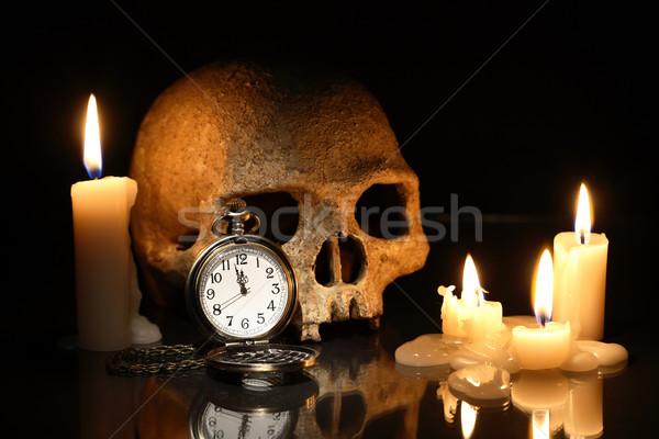 Tiempo muerte uno humanos cráneo reloj de bolsillo Foto stock © cosma