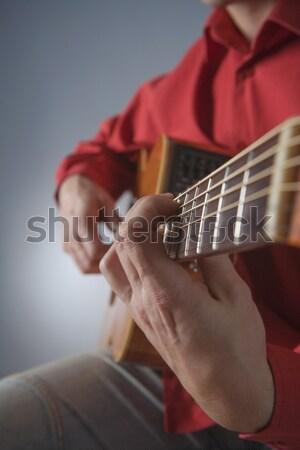 Guitarra acústica primer plano manos músico jugando hombre Foto stock © courtyardpix