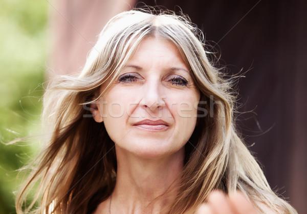Retrato mulher loiro cabelo olhando Foto stock © courtyardpix