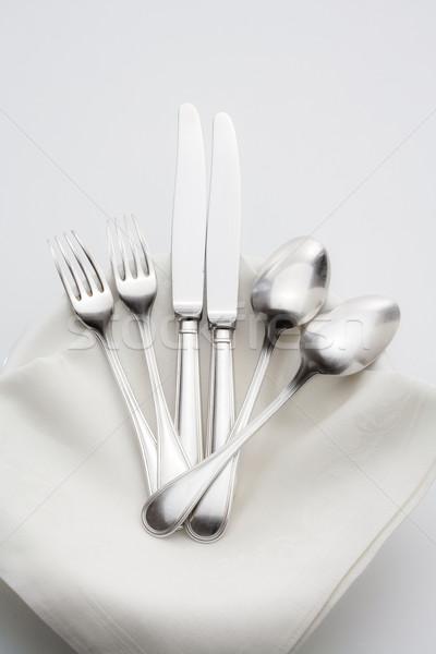 Ezüst étkészlet elegáns köteg tányérok fehér ruha Stock fotó © courtyardpix