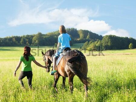 Paardrijden ervaring vrouw leidend paard jongen Stockfoto © courtyardpix