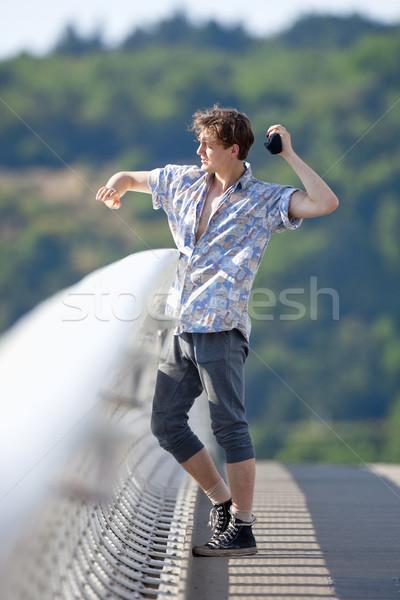 Fiatalember áll híd dob lefelé valami Stock fotó © courtyardpix