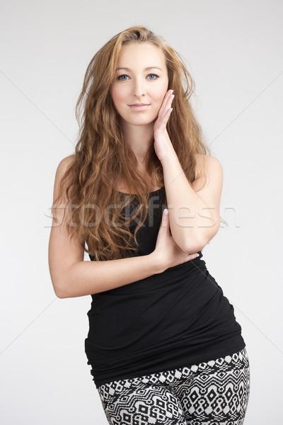 Portré fiatal gyönyörű nő hosszú barna haj izolált Stock fotó © courtyardpix