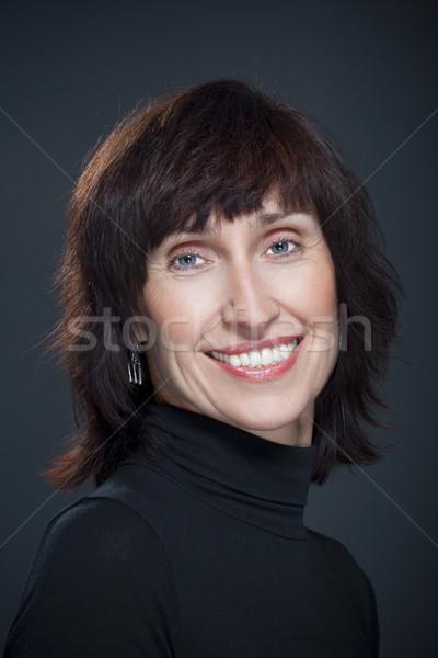 Nő mosolyog portré középkorú nő mosoly jókedv Stock fotó © courtyardpix