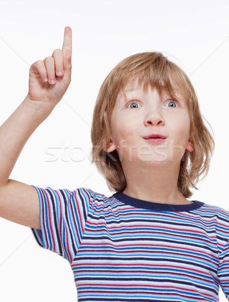 Fiú néz kéz mutat felfelé izolált Stock fotó © courtyardpix
